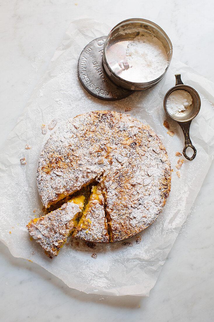 Ricotta cake with saffron and almonds