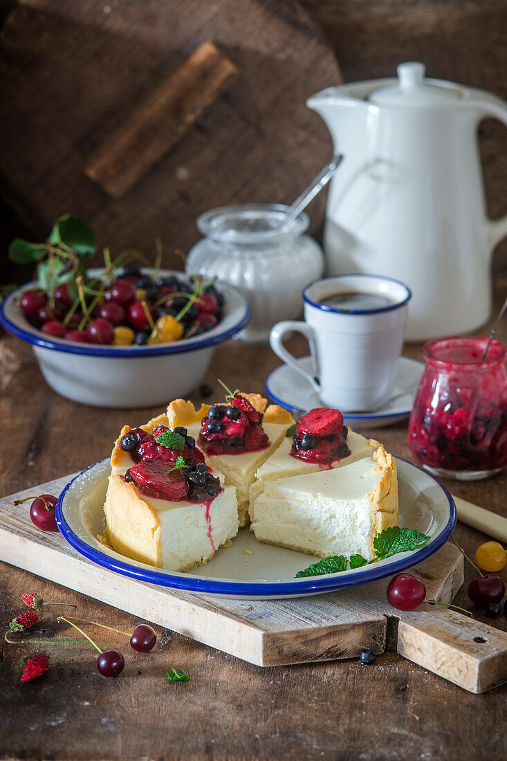 Vanilla cheesecake with berry sause