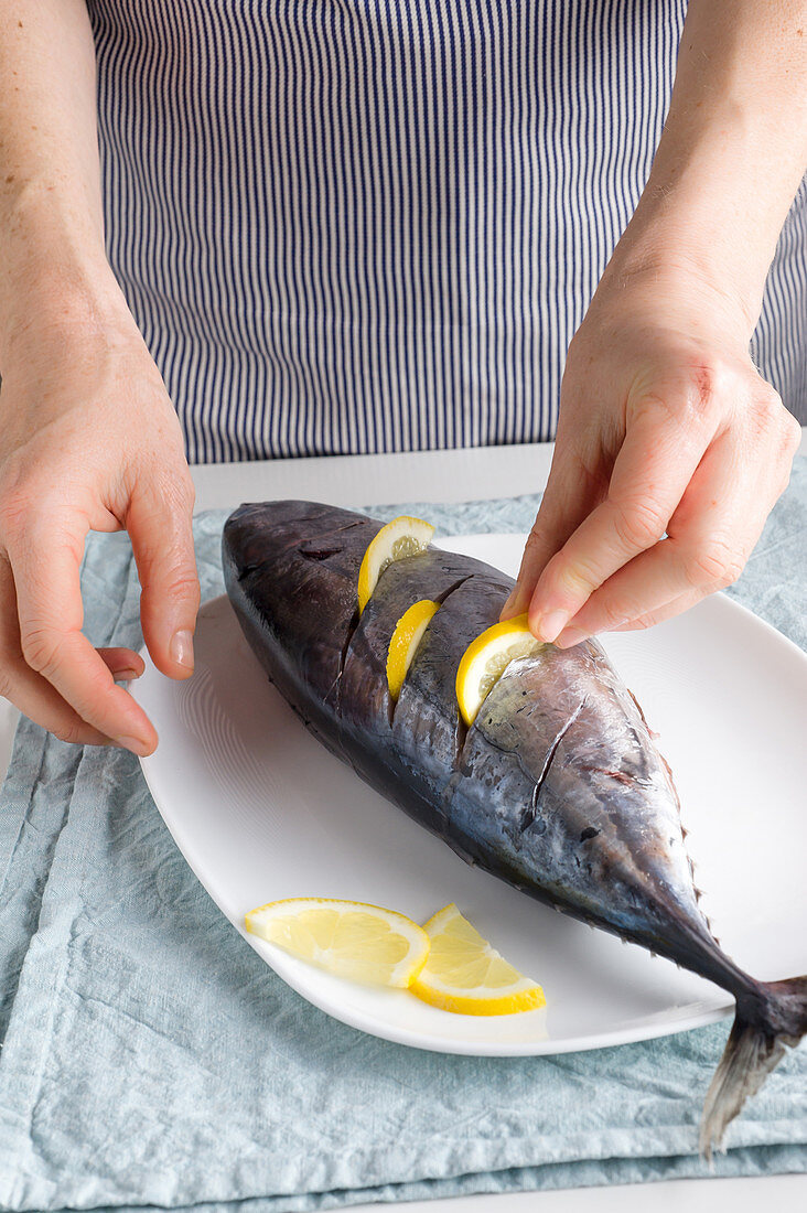 A small tuna fish stuffed with lemon slices