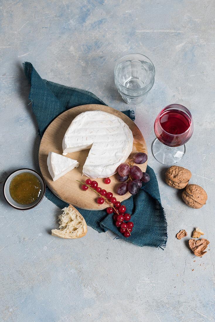 Camembert di Capra with red wine