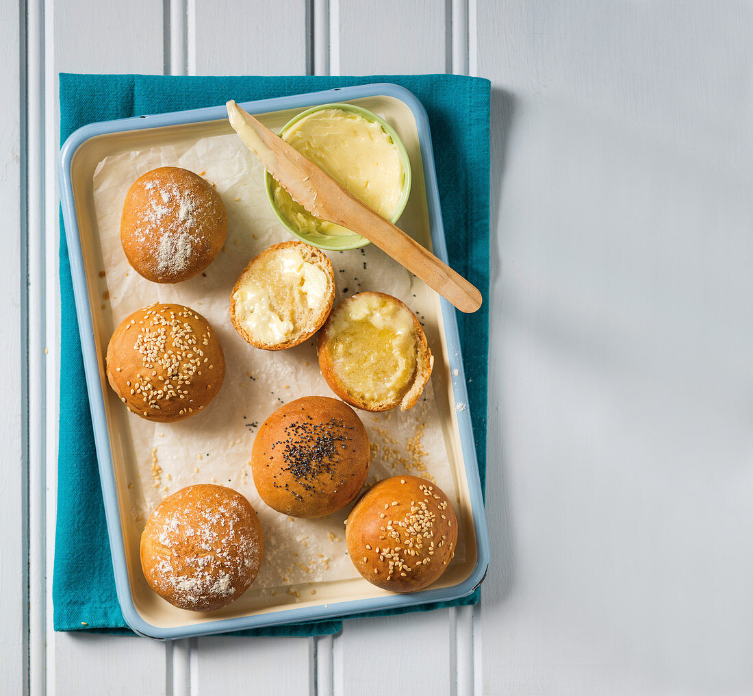 Basic bread buns with sesame and poppy seeds