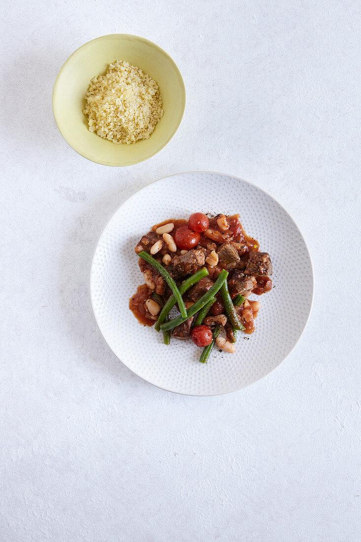 Rindfleisch Tajine mit grünen Bohnen – Bilder kaufen – 8 ...