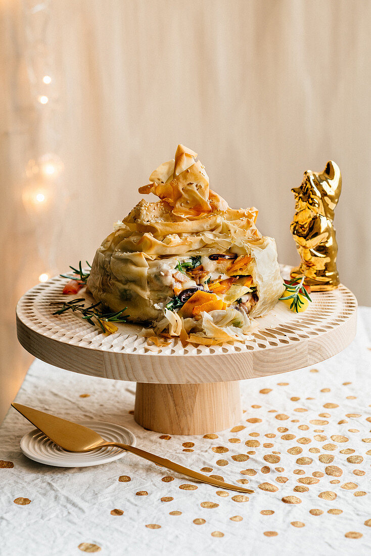 Filo pastry cake with a vegetable filling and bitto cheese