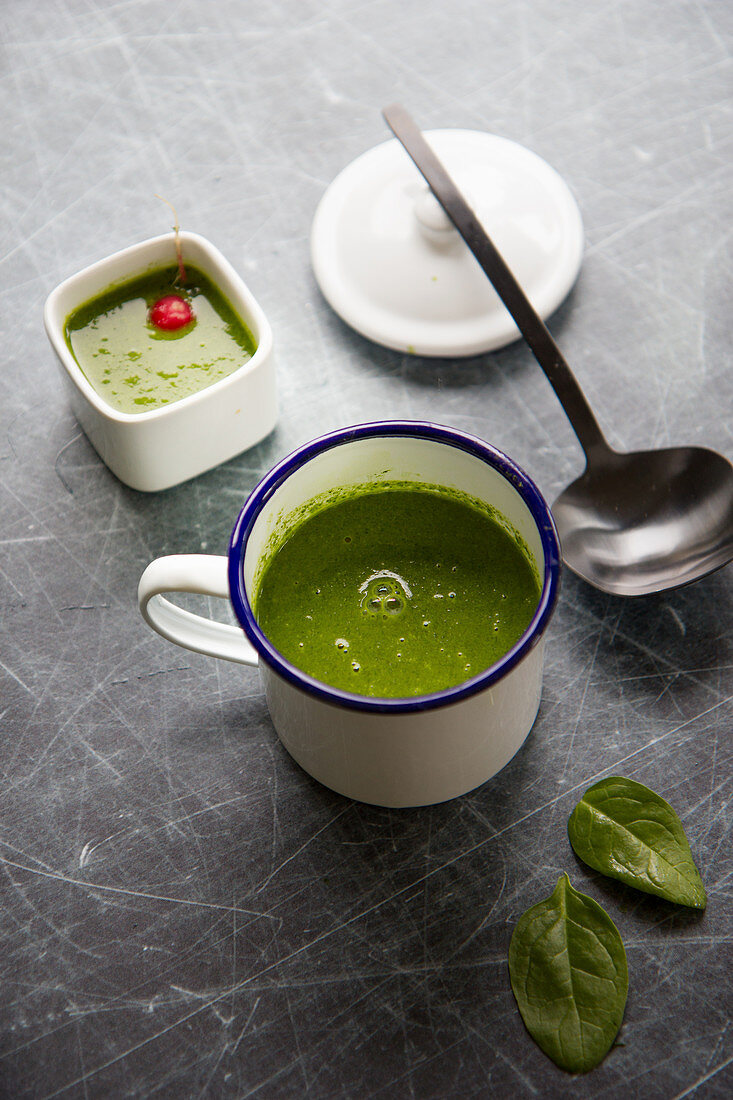 Radish leaf cream soup with spinach
