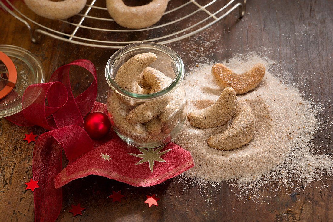 Hazelnut and cinnamon curls (Christmas)