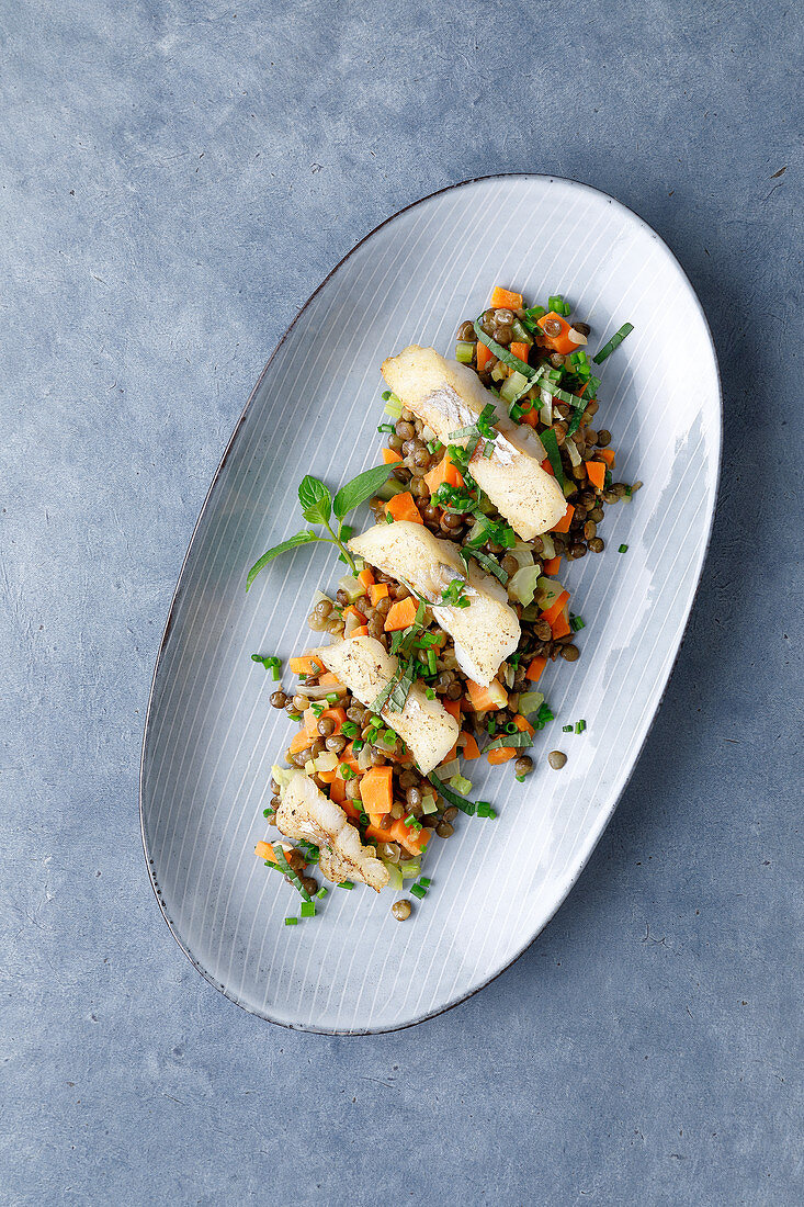 Lentils with zander, lemongrass and mint