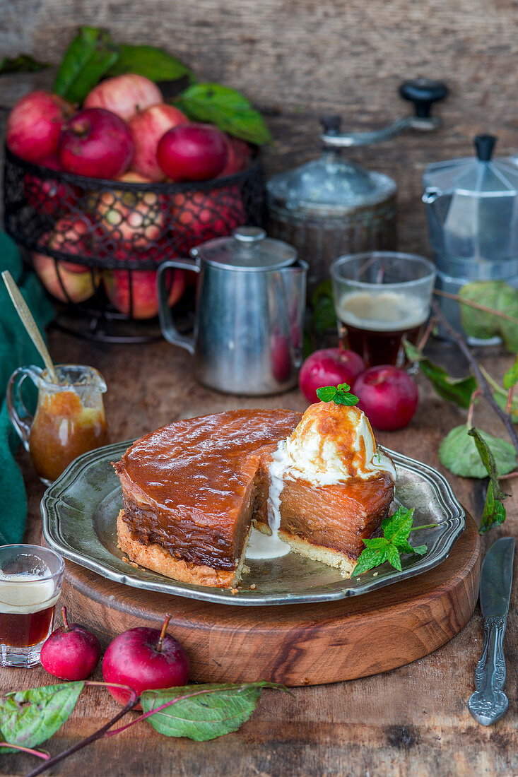 Apple tatin made with thin slices of apple and caramel