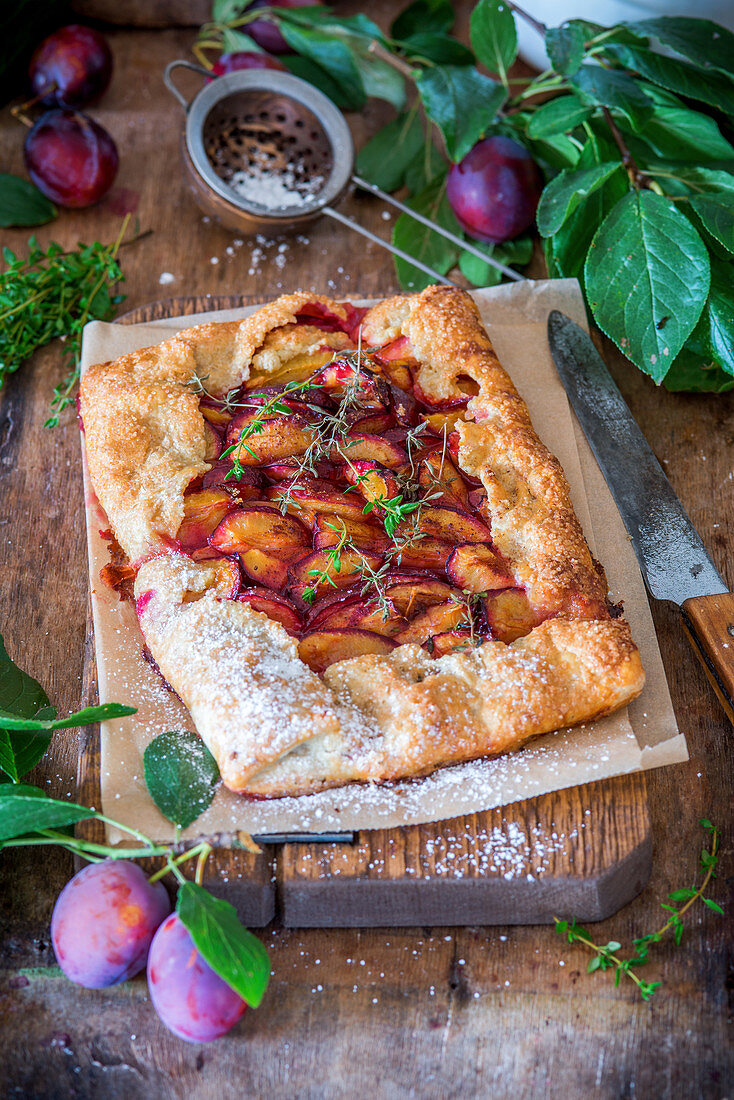 Plum pie with thyme