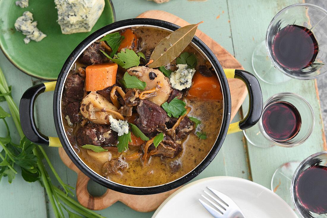 Elk stew with juniper berries and blue cheese