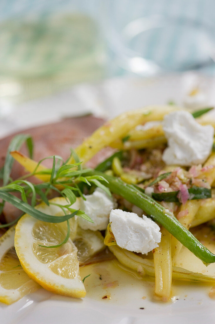 Bean salad with lemons and goat's cheese with roast beef