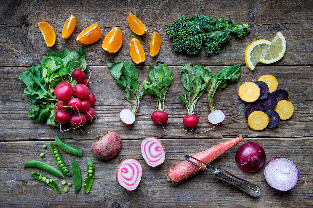 Colourful vegetables and citrus fruits