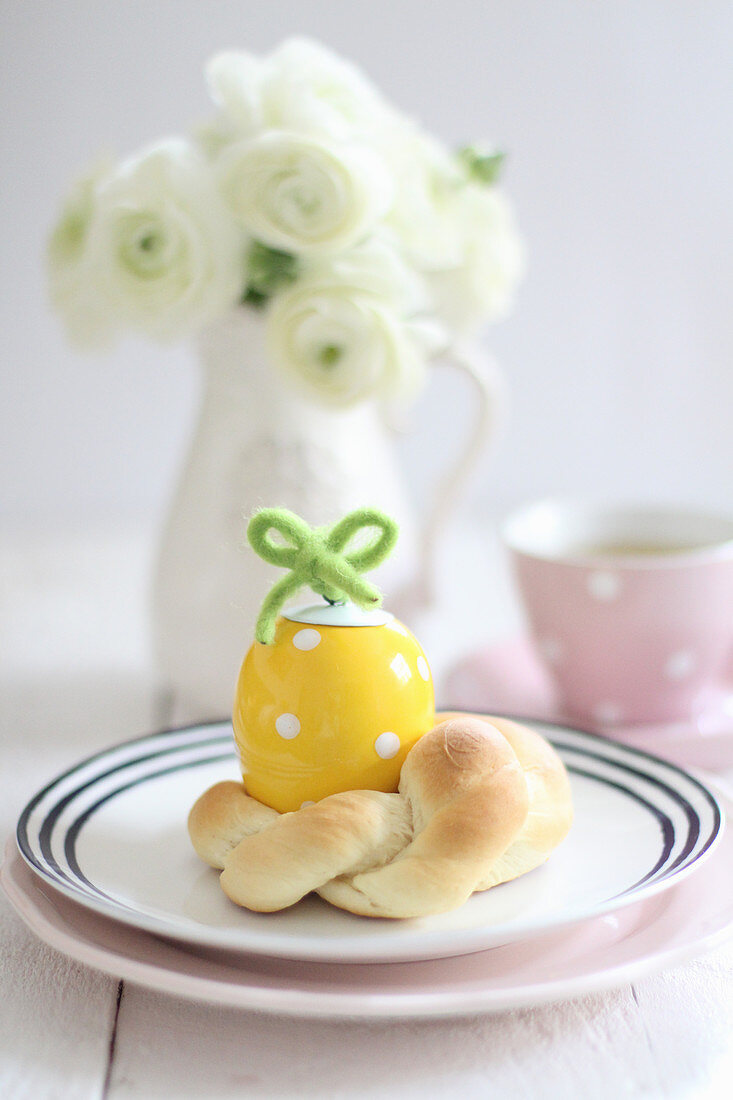 A small yeast pastry for an Easter breakfast