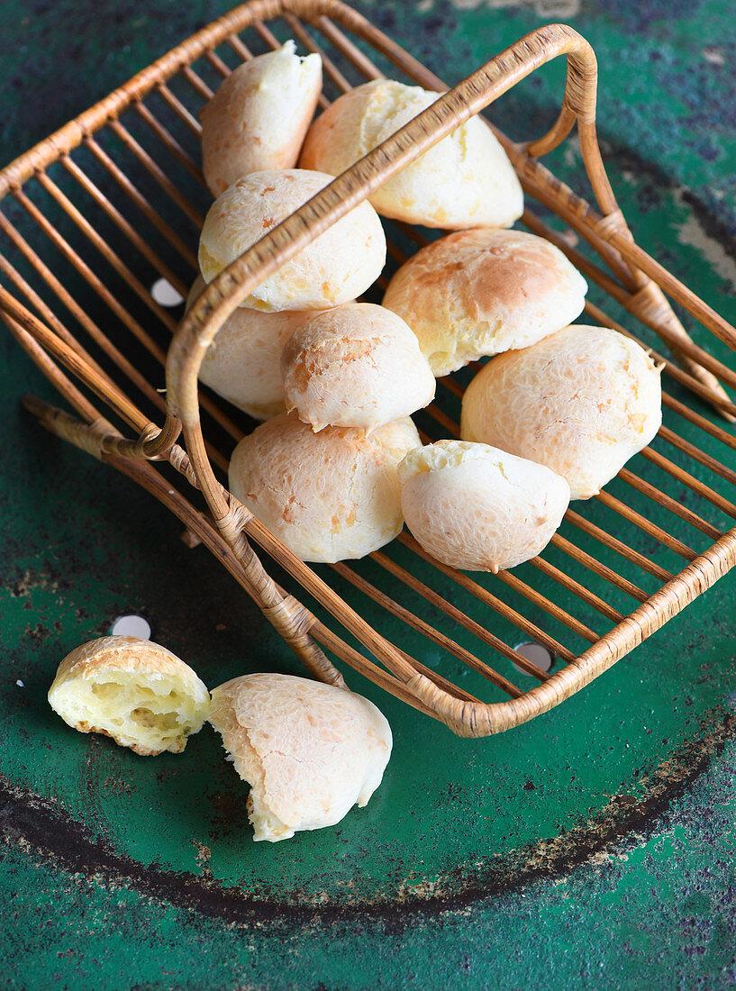 Pão de Queijo (Brazilian cheese rolls)