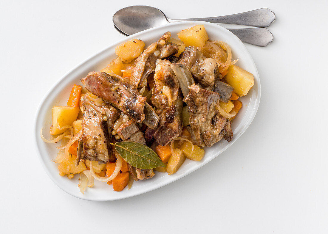 Braised pork ribs with vegetables and caraway