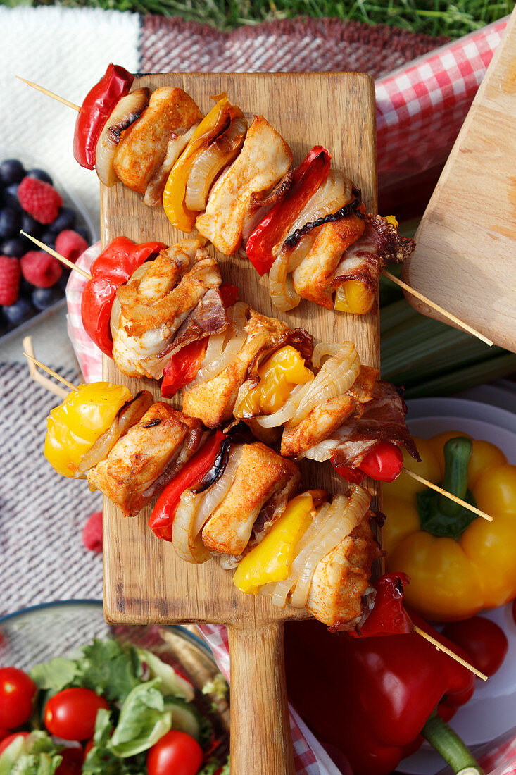 Picnic skewers of chicken and vegetables