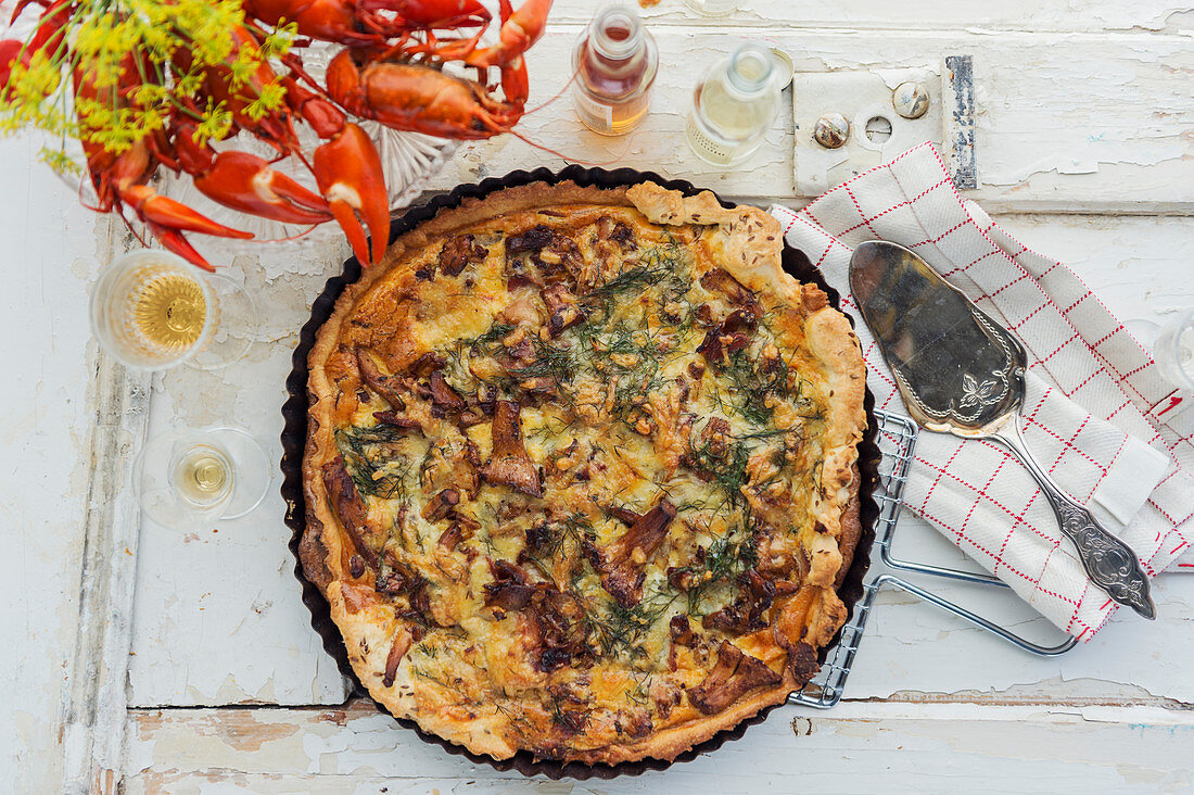 Quiche with mushrooms, crayfish and bacon