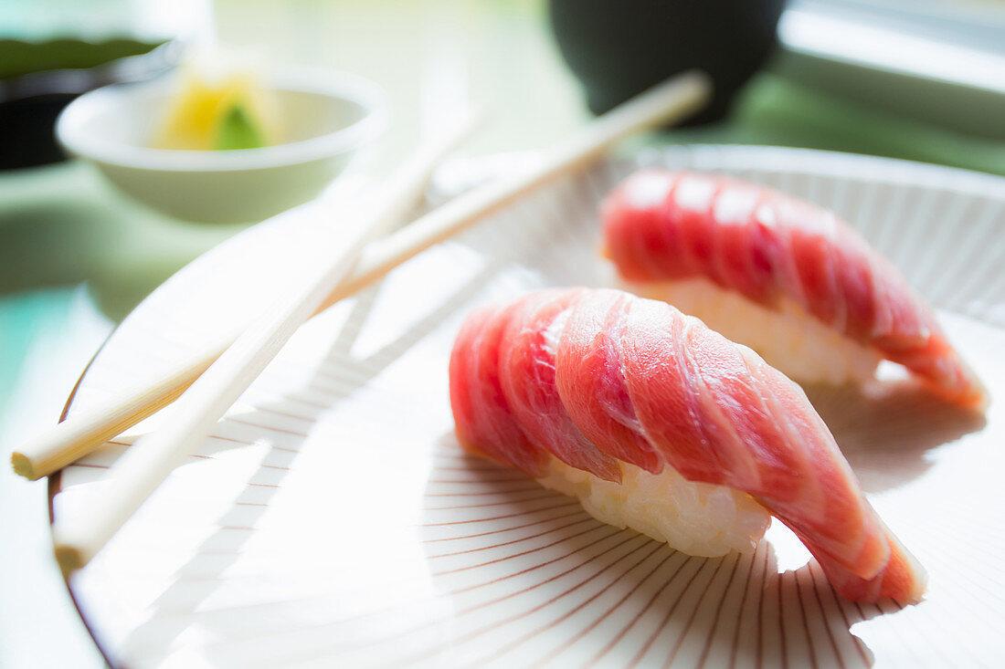 Nigiri-Sushi mit Thunfisch (Toro), Japan