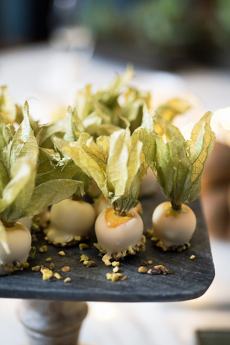 Chocolate-coated physalis with pistachios
