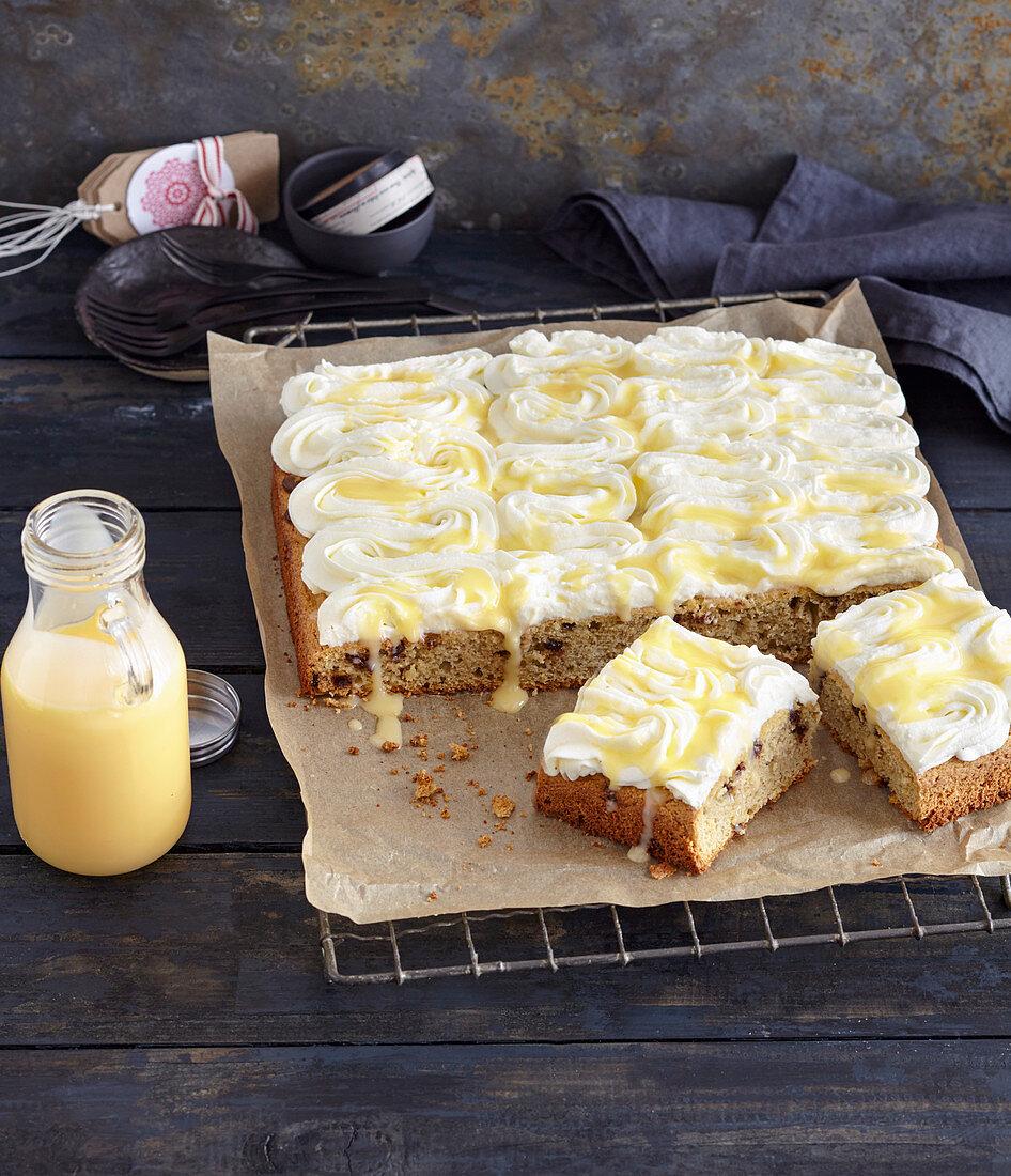 Eggnog cake with almond cream