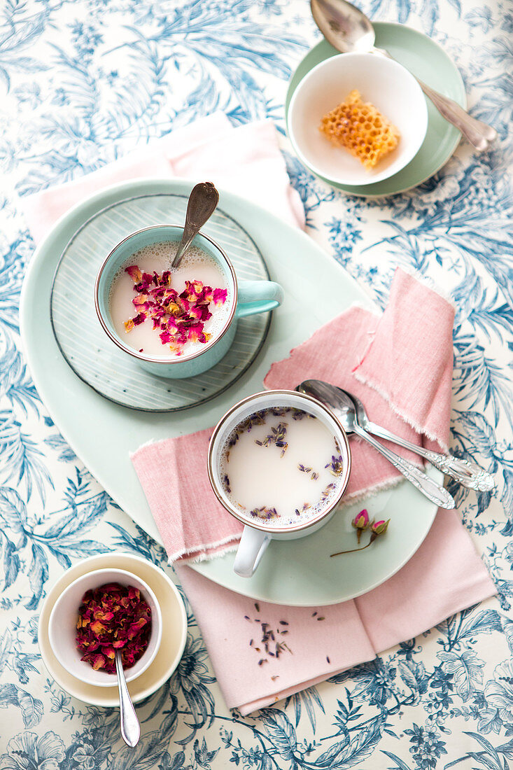 Moon milk with rose petals and lavender (sleep-inducing)