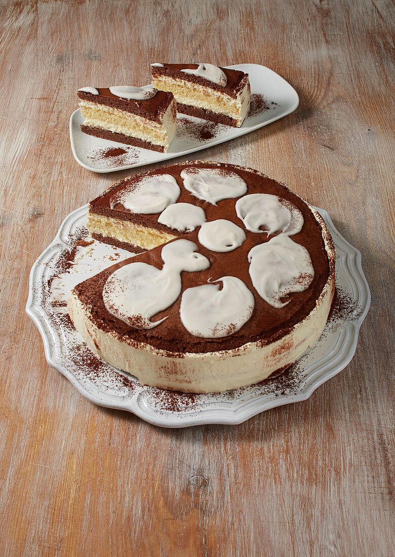 Three-day cake with a sour cream filling an alcohol