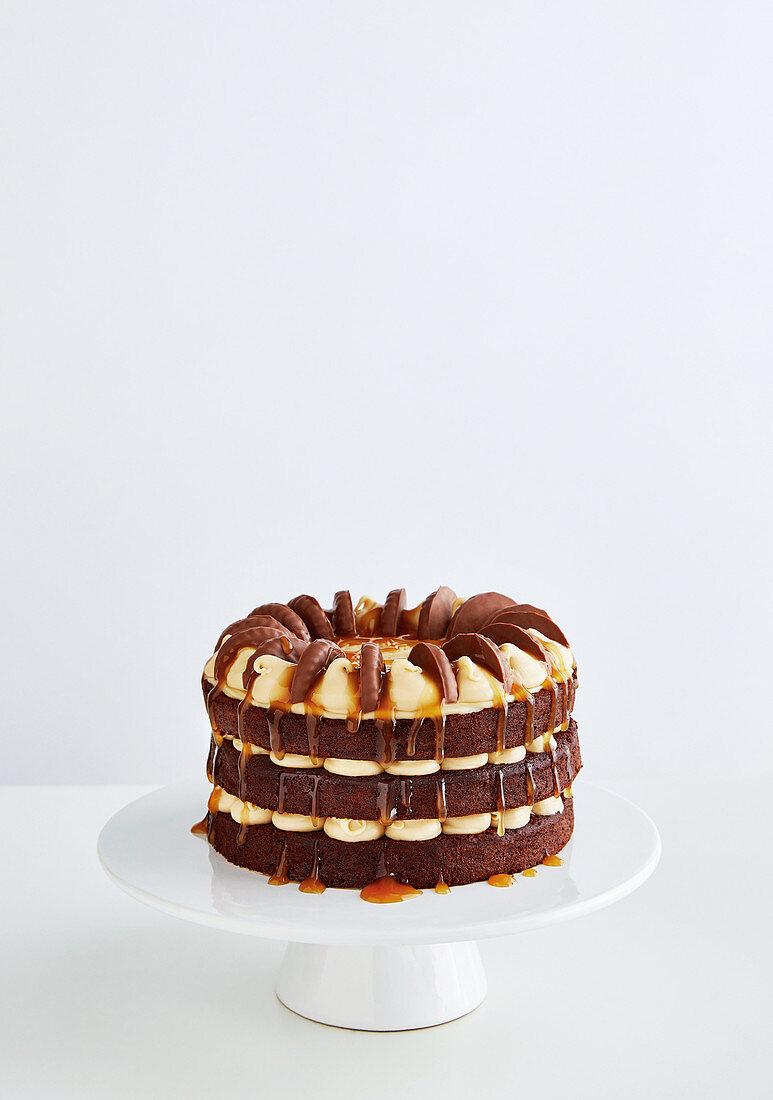 Chocolate and caramel cake with cookies (Australia)
