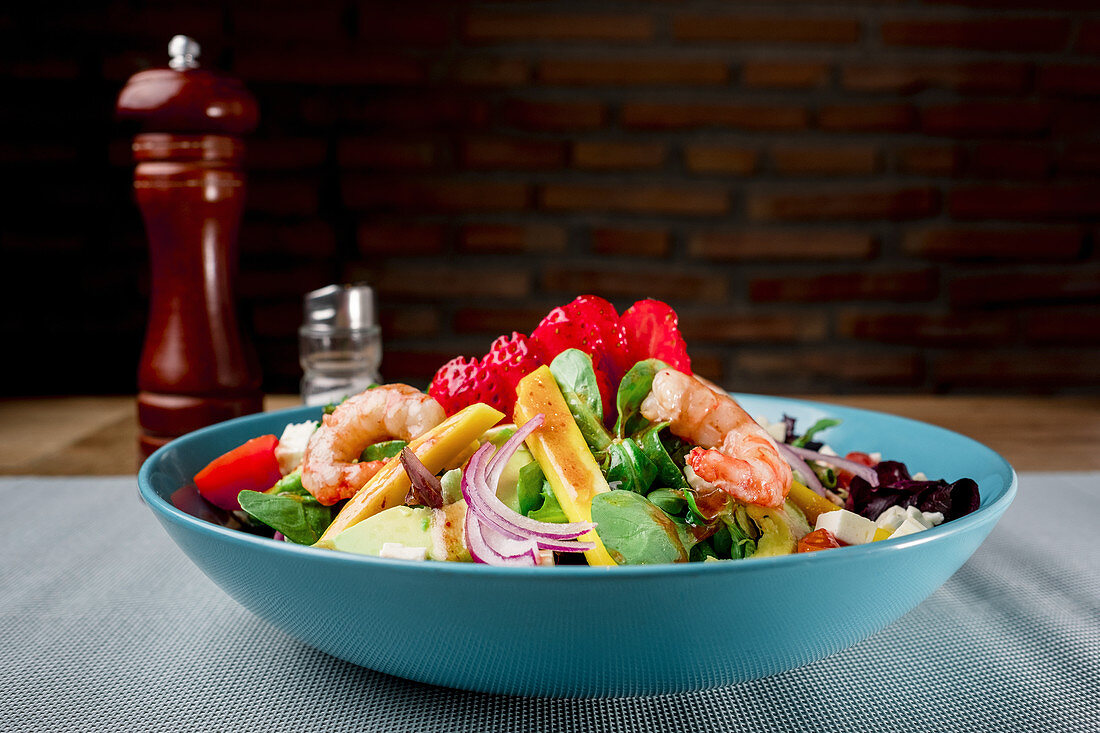 Colourful salad with shrimps and feta cheese
