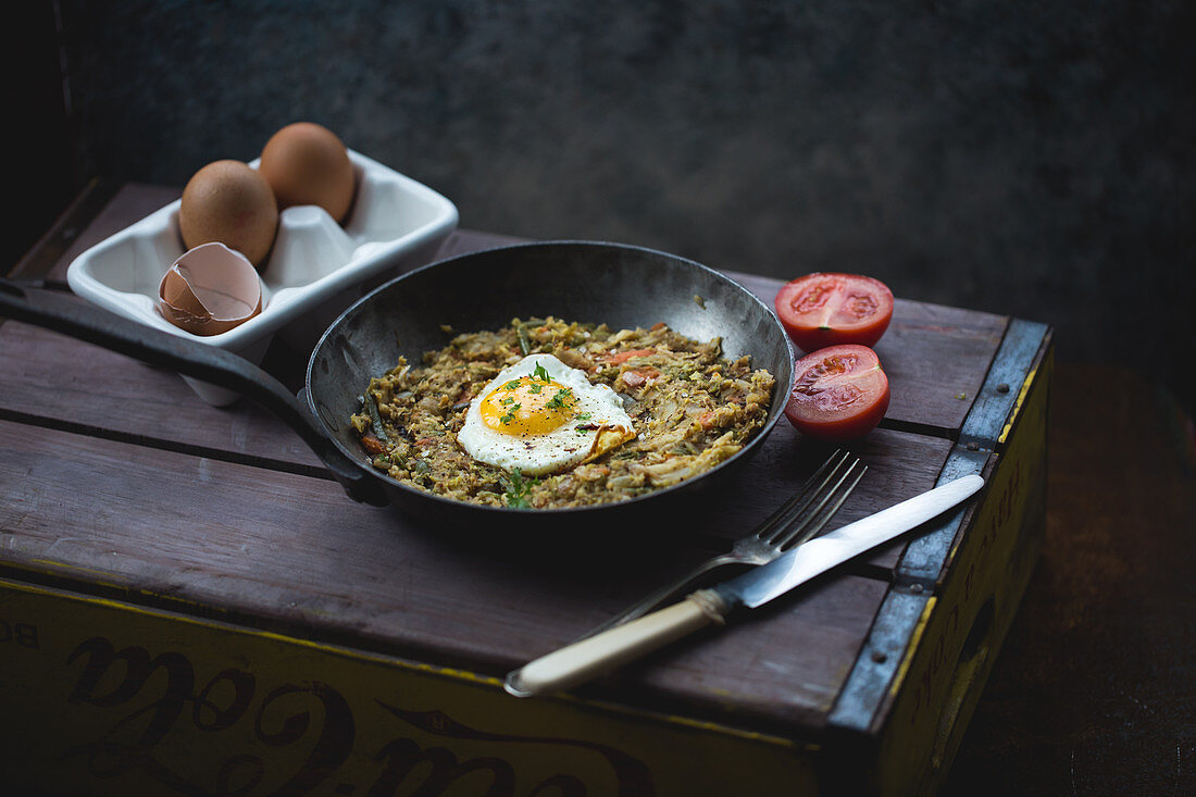 Bubble and squeak with fried eggs (England)