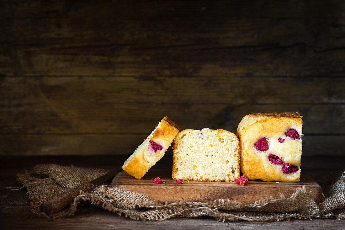 Yogurt box cake with raspberries