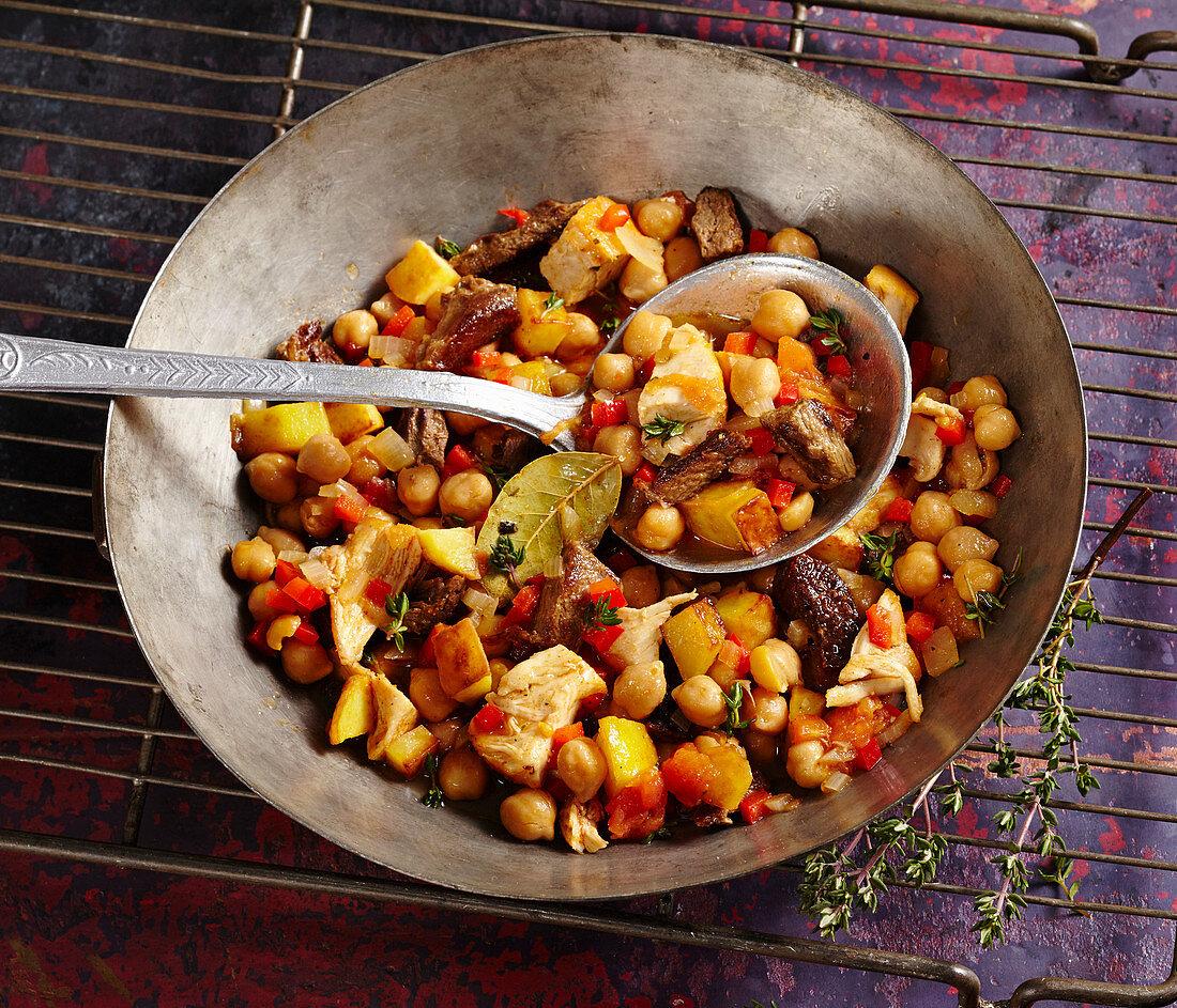 Ropa Vieja - Traditionelles Gericht von den Kanarischen Inseln