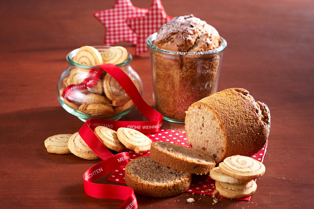 Cinnamon spiral biscuits and cake baked in jars for Christmas