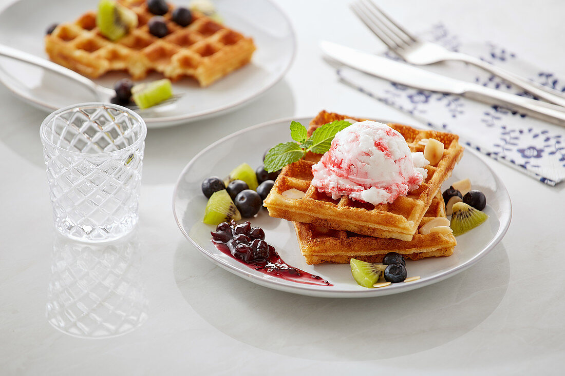 Waffles with blueberries, kiwi and black currant jam
