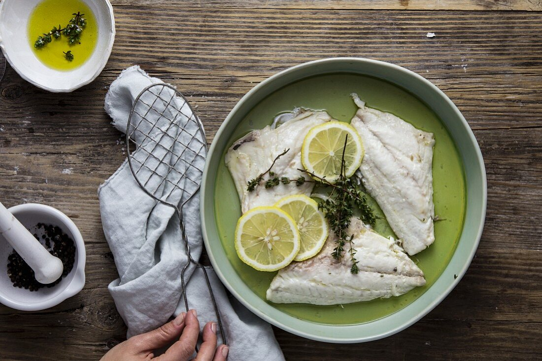 Fillet of plaice with lemon, olive oil and thyme