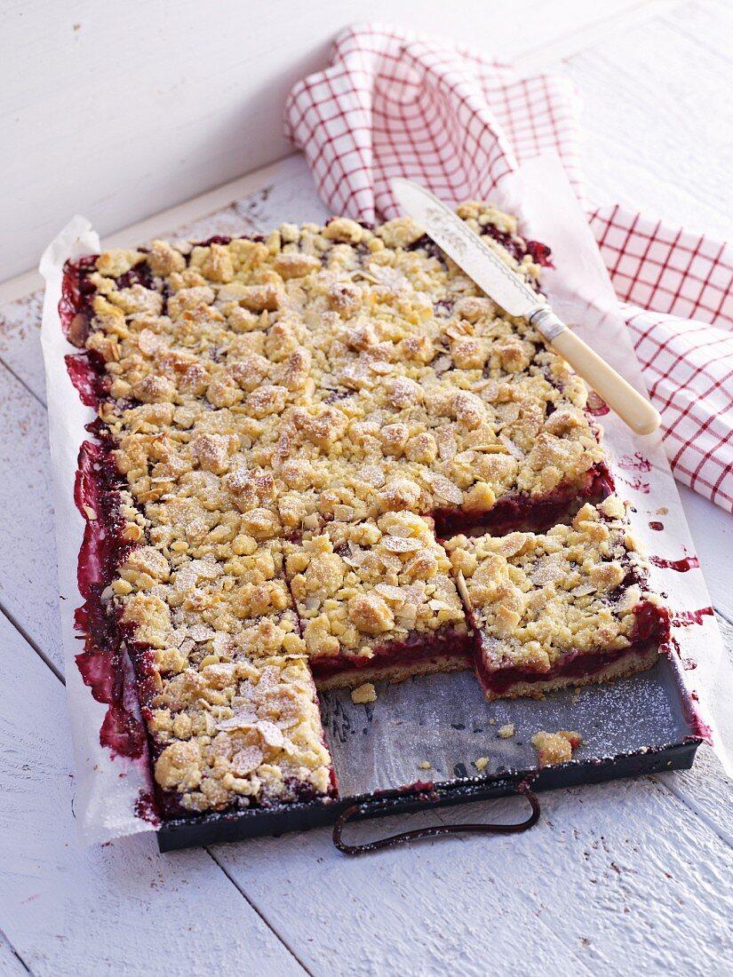 Plum cake streusel tray bake