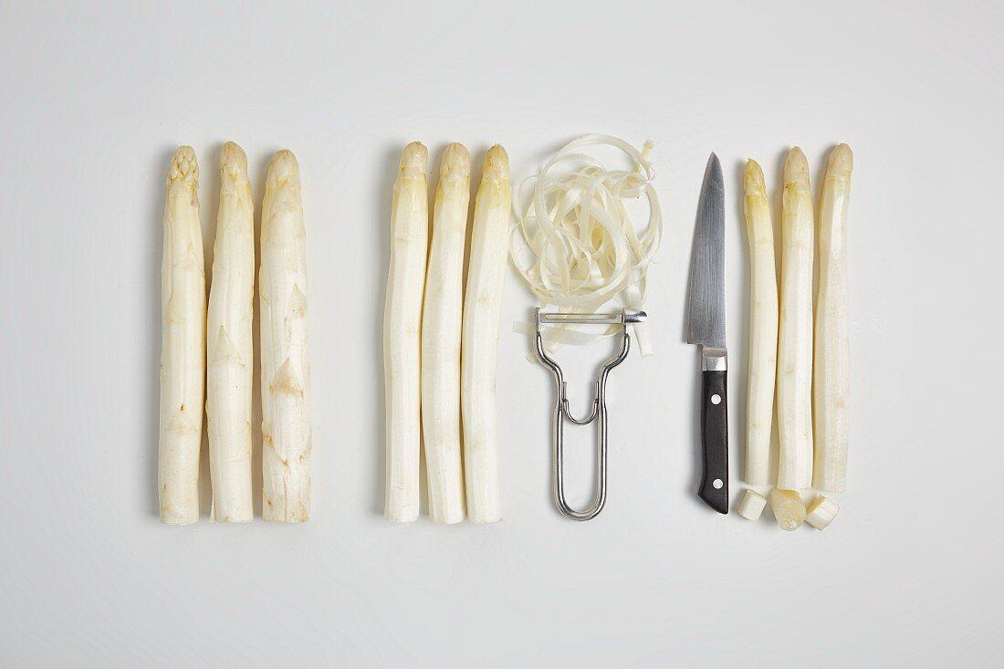 Peeling white asparagus (step by step)