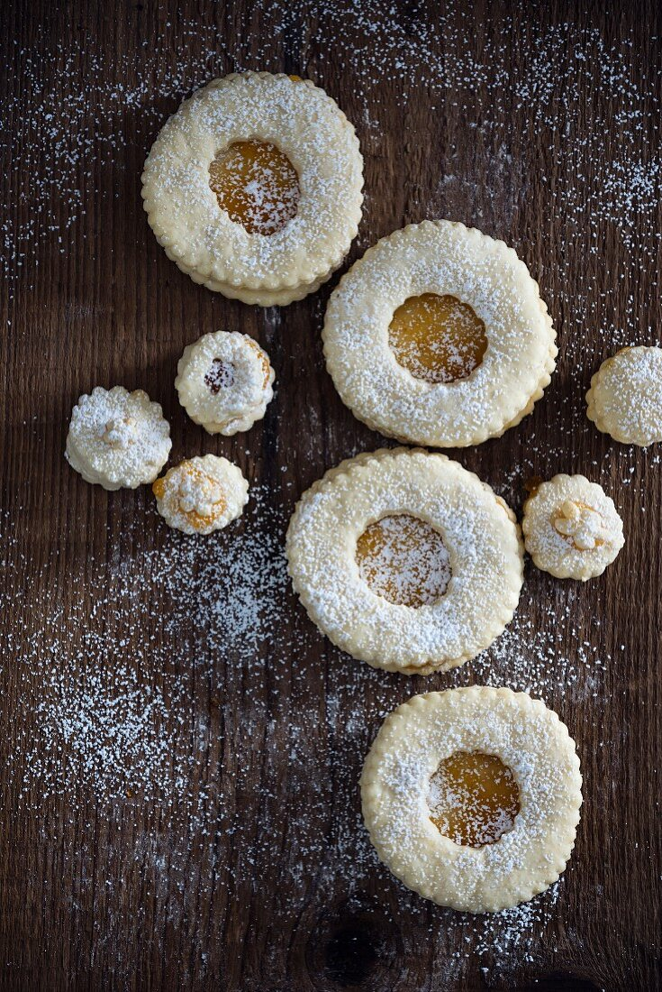Biscuits with apricot jam (vegan)