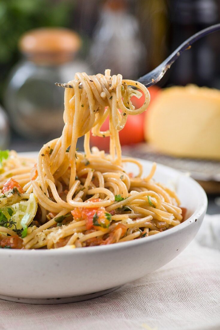 Spaghetti with tomato sauce and herbs