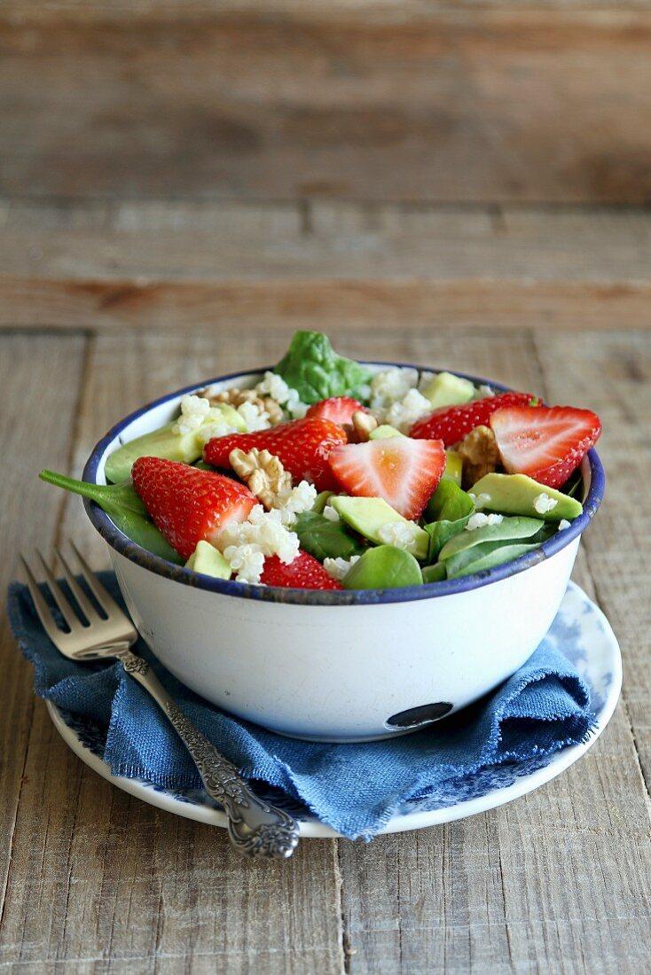 Quinoa salad with strawberry, avocado and spinach
