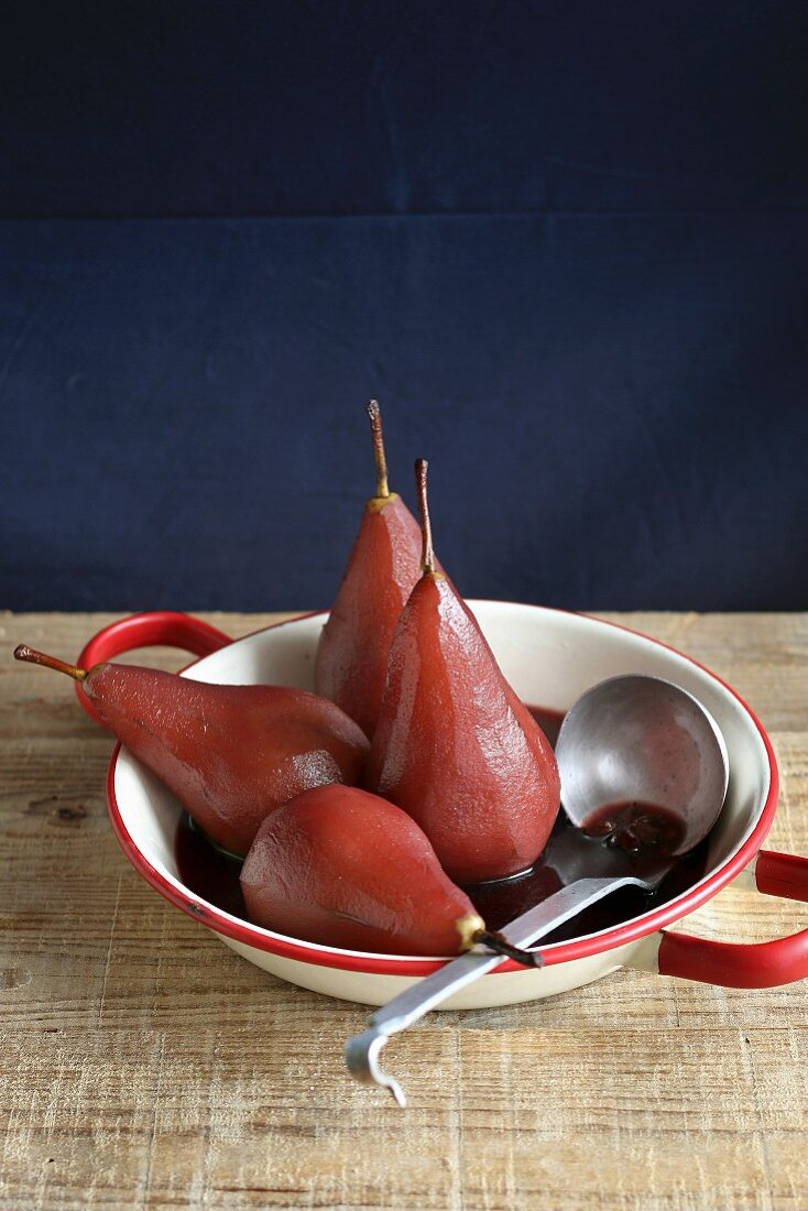 Pochierte Birnen in Rotwein