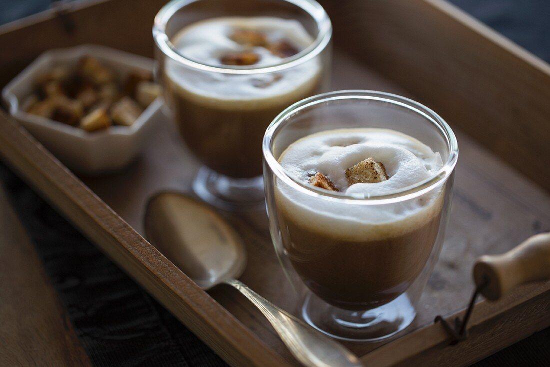 Maronensuppe mit Milchschaumhaube und Croutons (Maronencappuccino)