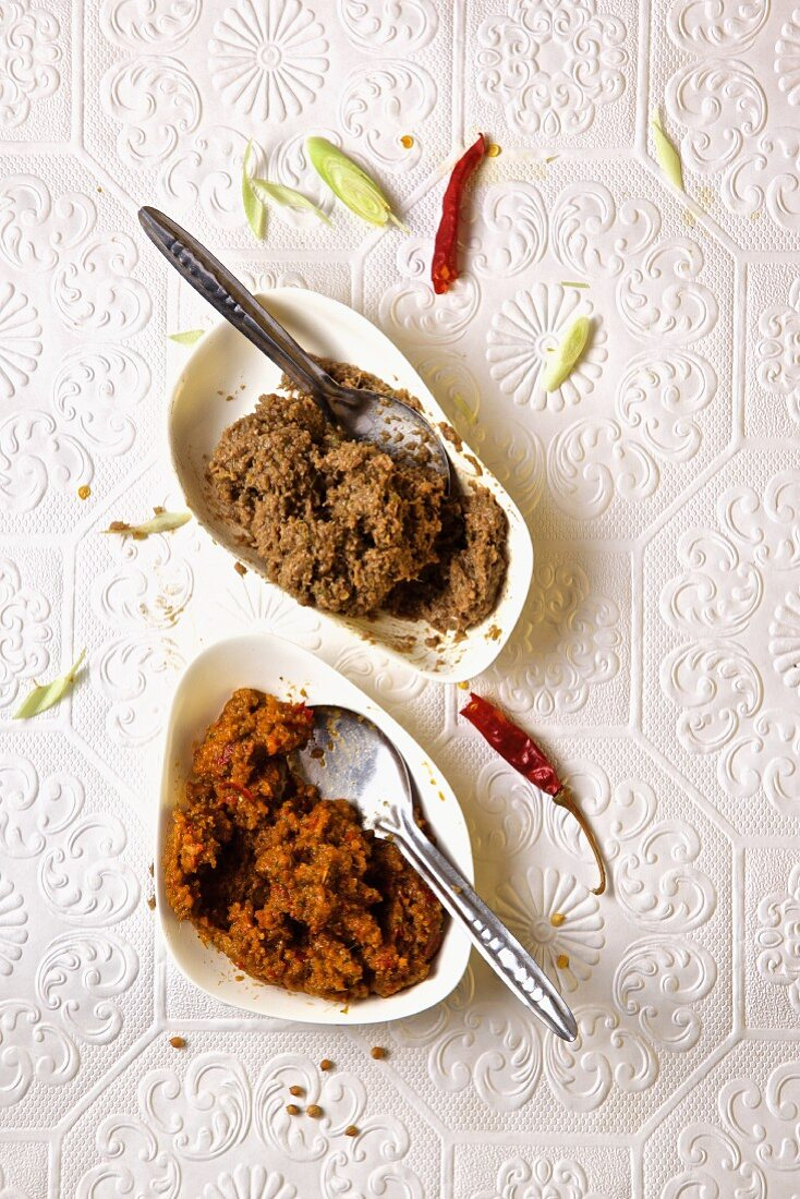 Green and read curry paste. India.