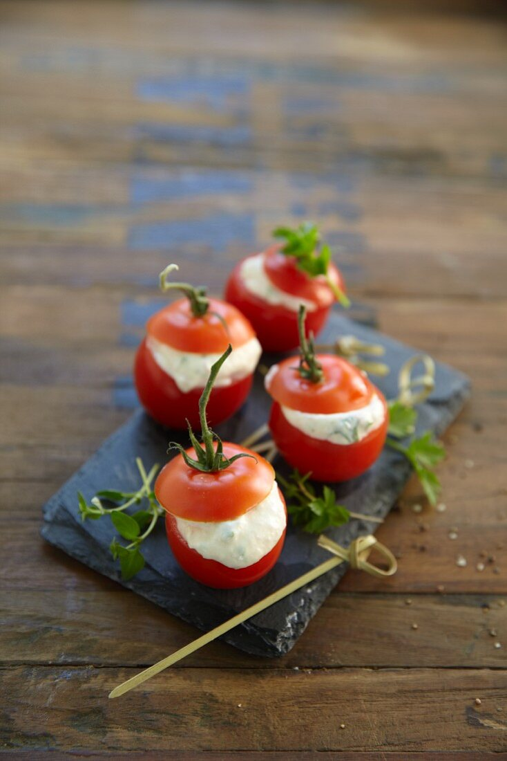 Stuffed tomatoes with ham cream