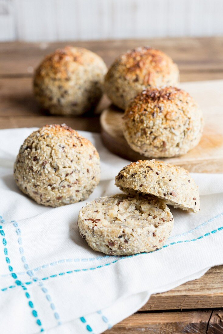 Quark bread rolls with chia seeds