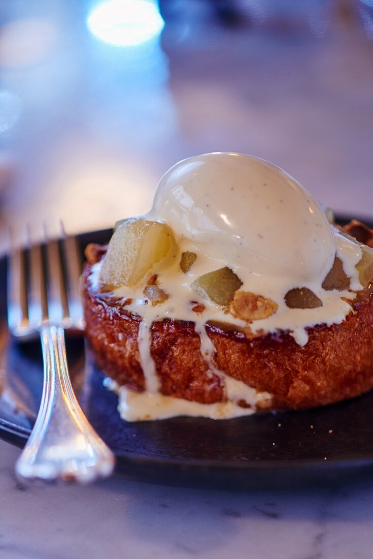 Pain perdu with pears and vanilla ice cream