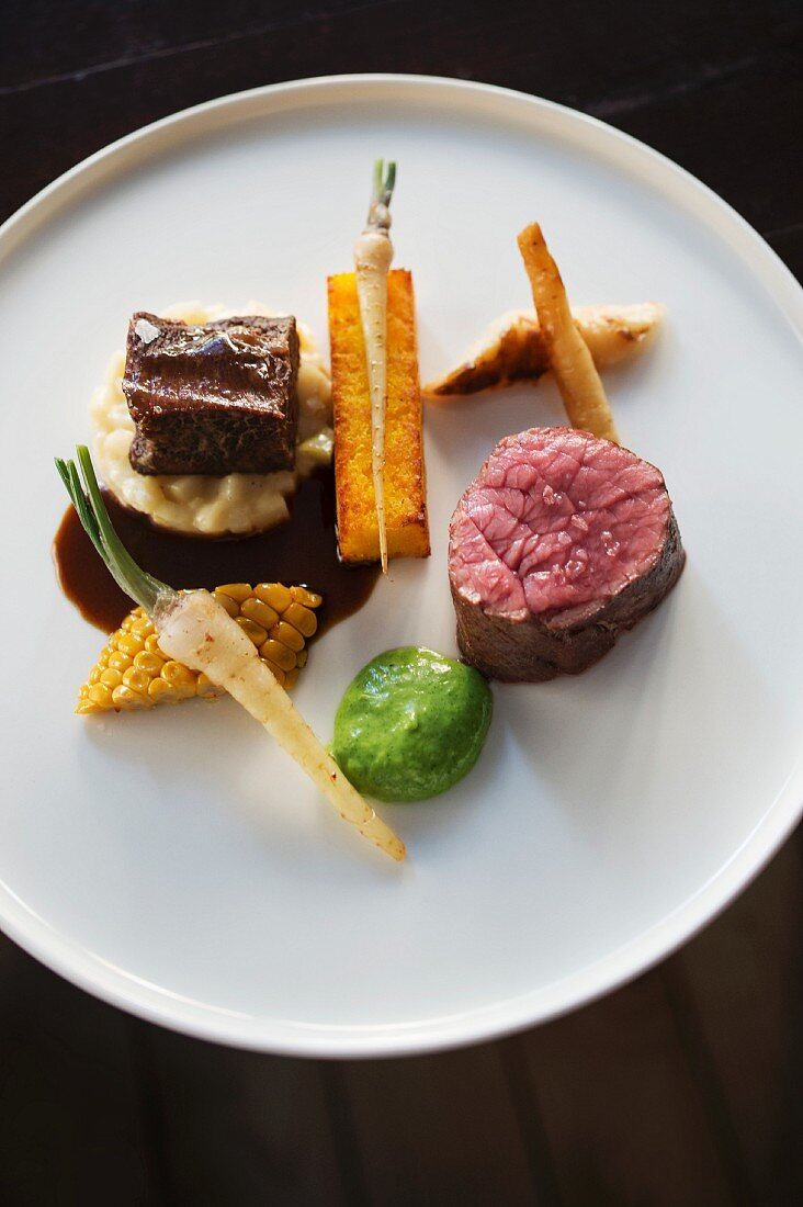Saddle and braised cheek of beef from the 'Heimatjuwel' restaurant in Hamburg, Germany