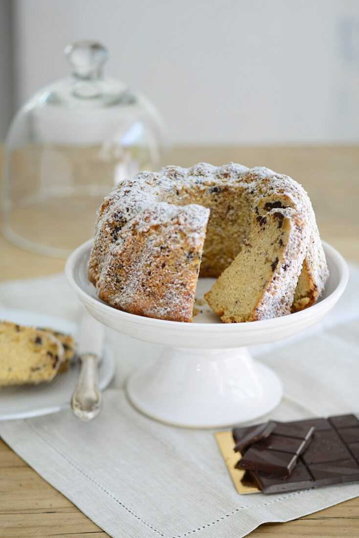 Gugelhupf with bitter chocolate and icing sugar, sliced