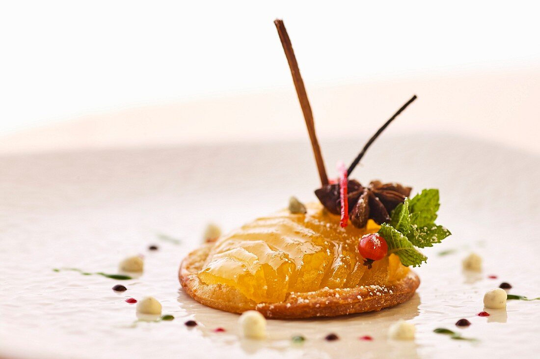 Apple dessert with star anise and mint