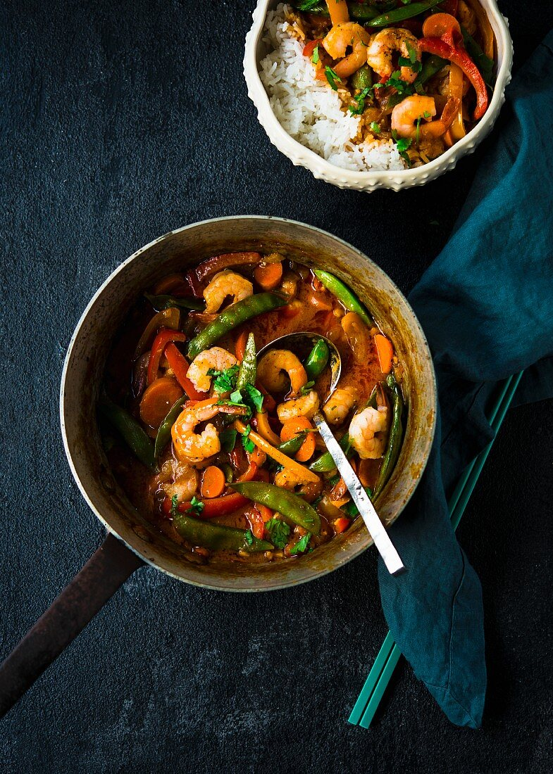 Red Thai curry with prawns, vegetables and rice