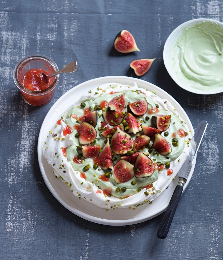 Pavlova with figs and pistachios