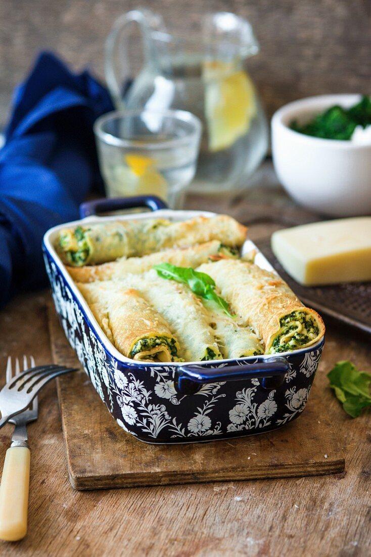 Überbackene Crepes mit Ricotta und Spinat